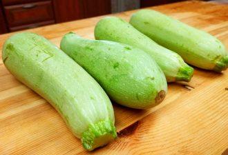 Новый рецепт из кабачков: вкуснее и проще, чем оладьи, даже жарить не нужно