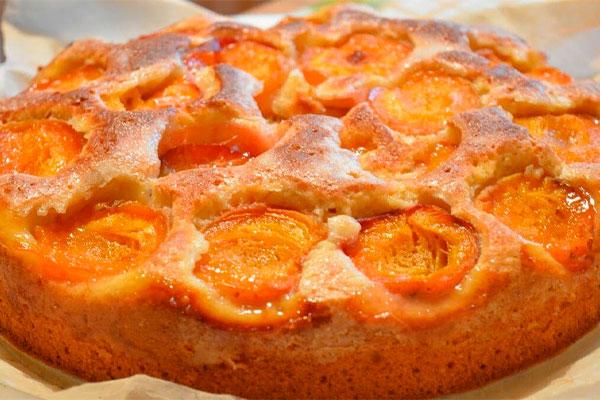 Сочный и нежный абрикосовый пирог для семейного чаепития