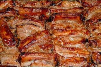 Запеченные свиные ребрышки