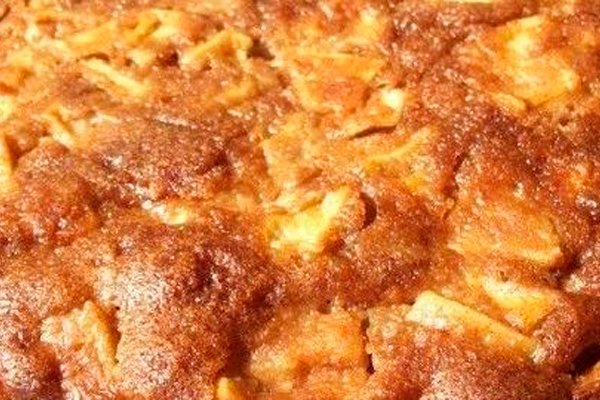 Медовый пирог с яблоками: простая и вкусная выпечка к чаю
