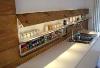 Полки-секции на кухонный фартук, чтобы освободить больше места