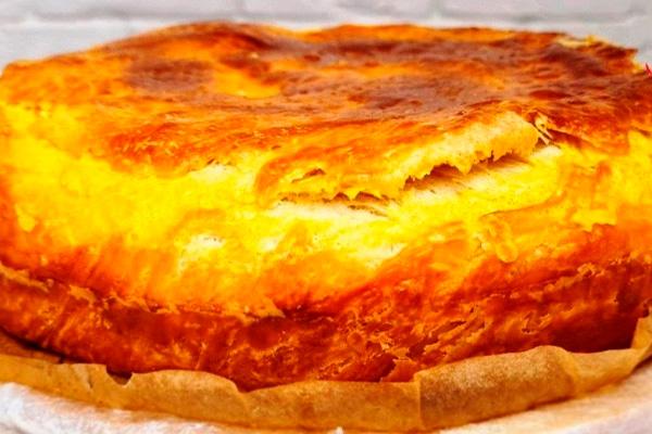 Шикарный пирог, который никогда не надоест. Вкусный, слоеный и с нежным кремом
