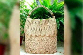 Простая в исполнении и красивая сумка крючком