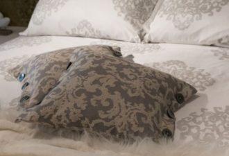 Привычные вещи в спальне, которые фактически являются рассадниками пыли