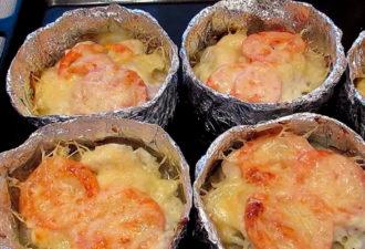 Курица с картошкой в фольге, запеченная в духовке