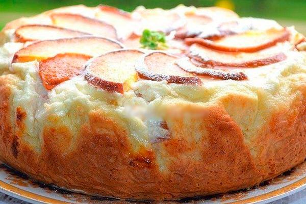 Ароматный пирог с творожно-персиковой начинкой для семейного чаепития