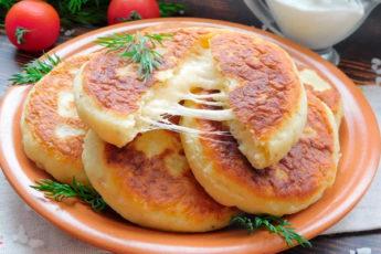 Картофельные лепешки с сыром — сытно и быстро!