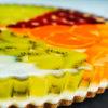 Идеальный летний десерт: тарт с медовым желе и фруктами