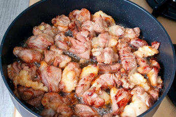 Жарим мясо на обычной сковороде как на мангале