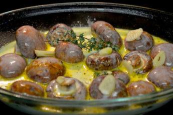 Нежные грибы в ароматном сливочном соусе с чесноком